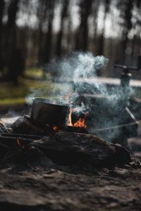 Kochtopf auf offenem Feuer